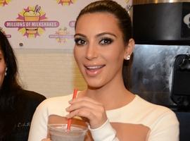 Kim Kardashian Has A Dental Emergency In The Middle East