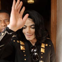 Michael Jackson's Face 'Appears' On Tree Stump - Photos